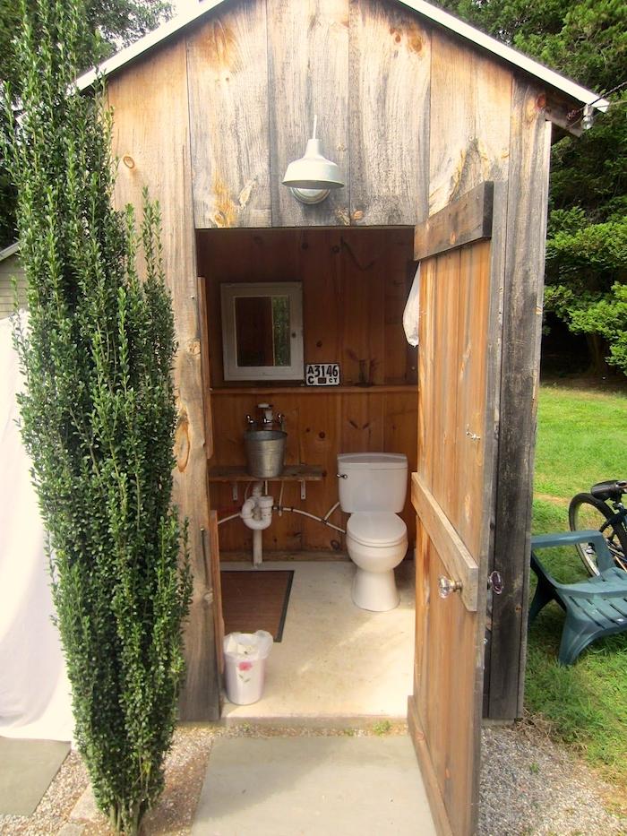 Derevne tualet v