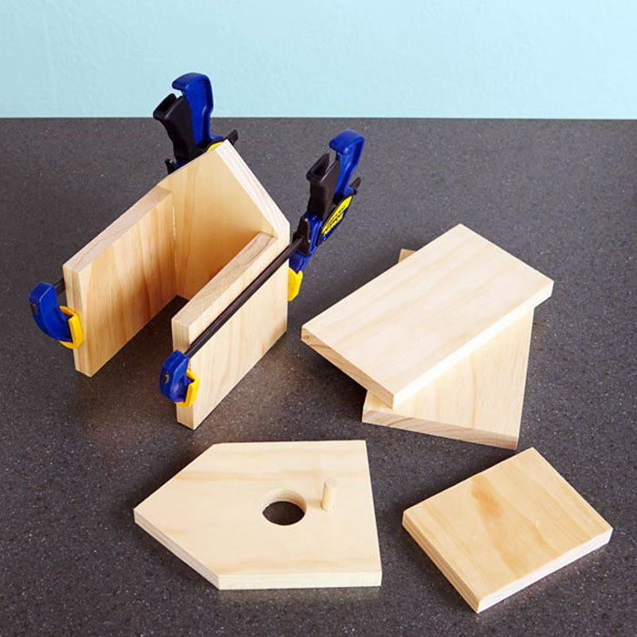 How to make a simple birdhouse