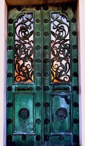 очень красивая входная дверь