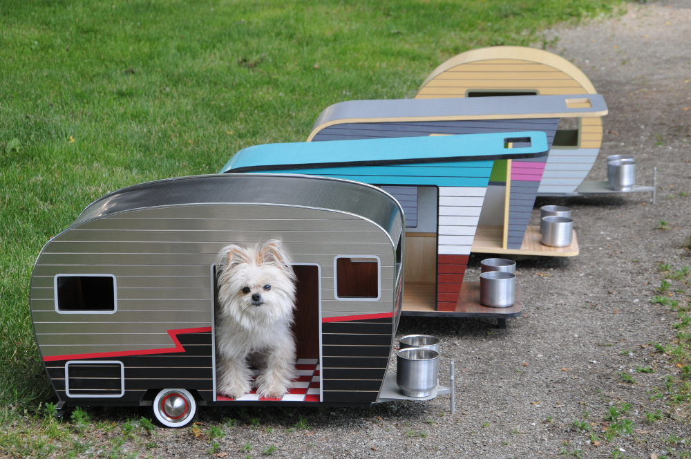 A miniature trailer for pet
