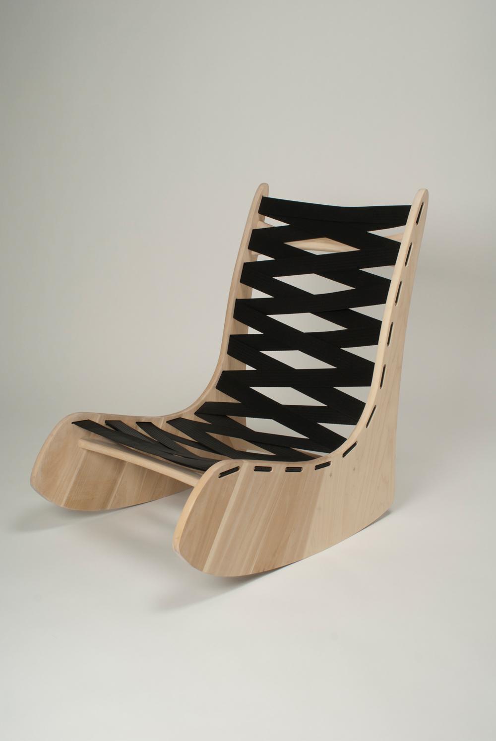 Что сделать из деревянных вешалок