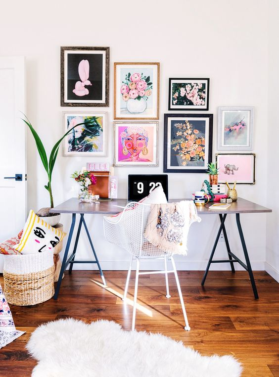 25 Unique ideas of creating a wall gallery