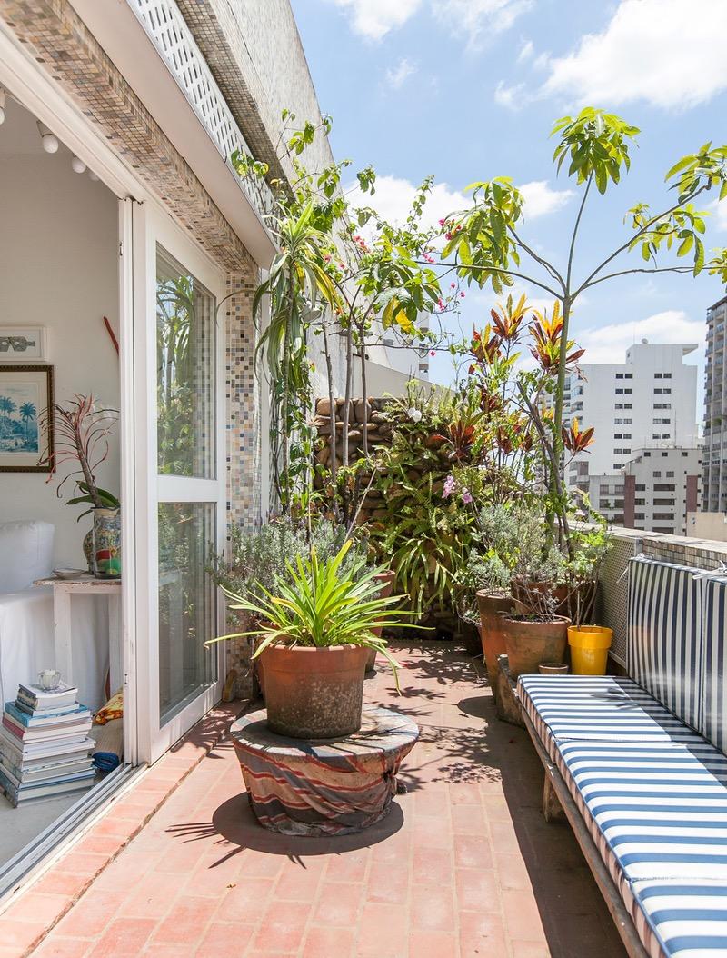 Красивые идеи зеленых балконов роскошь и уют.