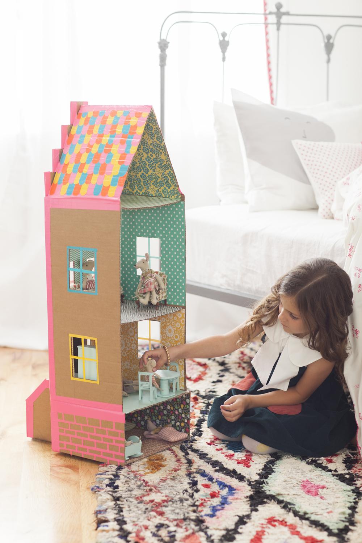 Как кукле сделать из коробки домик