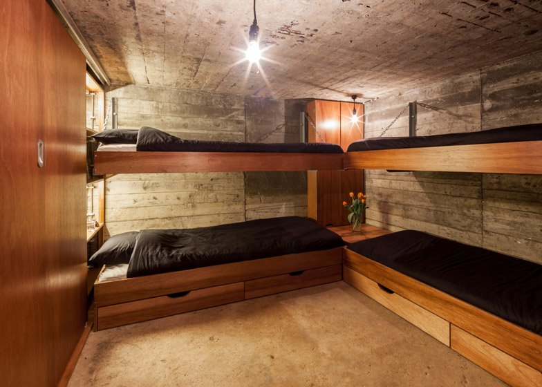10 Houses that Can Survive the Zombie Invasion