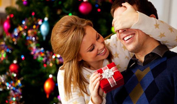 Что подарить на новый год парню и девушке