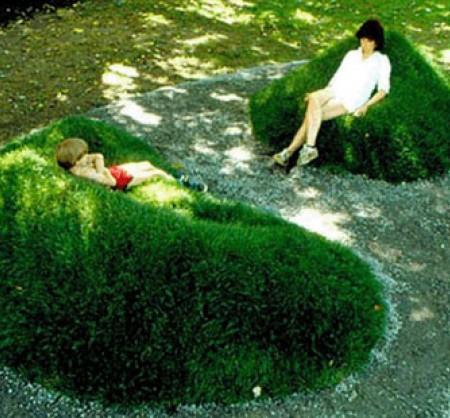 Диван с живой травы