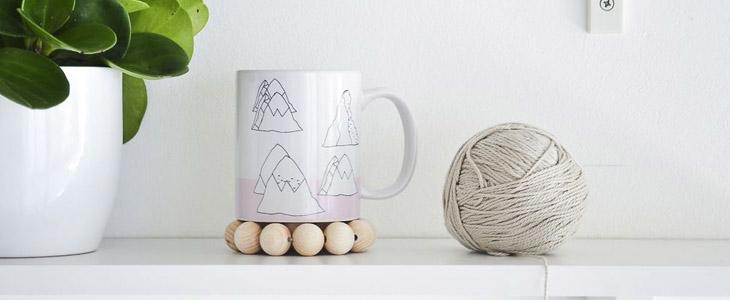Подставка под чашку из деревянных бусин