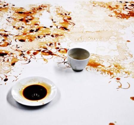 Рисунки кофе на полотне {Видео}