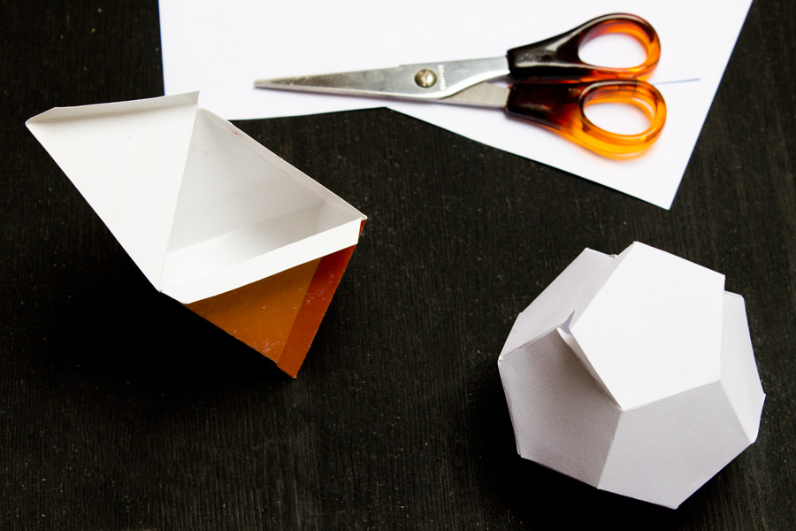 Кашпо из цемента 18 фото мастер-класс по изготовлению модели из белого цемента и тряпок Как сделать декоративное изделие для цветов из цементного раствора и полотенца своими руками