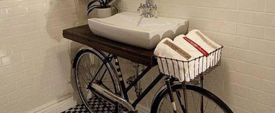 Декор ванной: велосипед не помешает {идея}