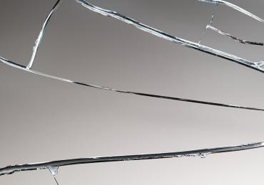 Как отремонтировать треснувшее стекло