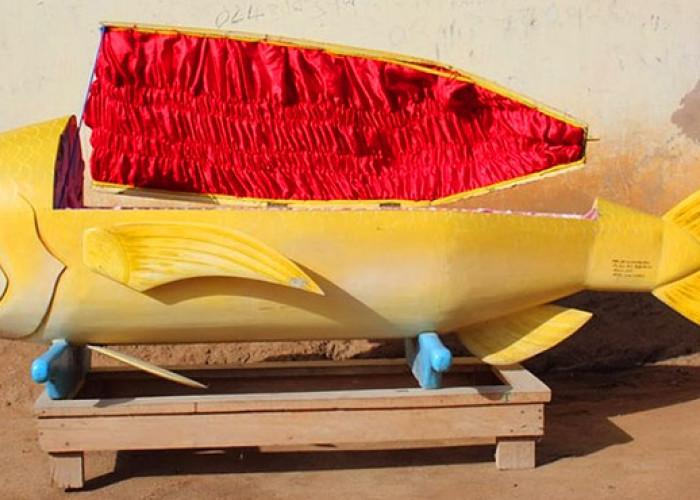 Психодромные деревянные гробы из Ганы